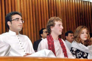 bilawal-zardar-with-frientds