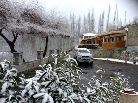 hunza-serena-in-snowfall